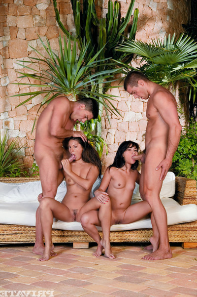 Twofold couples duo off and initiate astonishingly in all holes