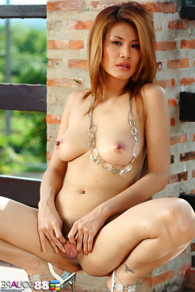 Kat naponya takes her clothes off