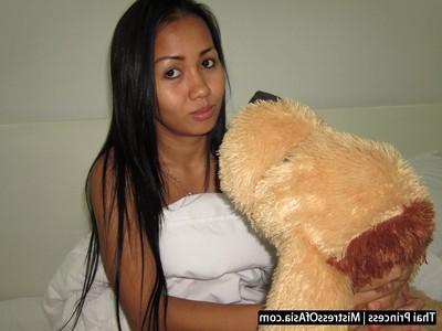 Thai girl dominates frail boys for specie