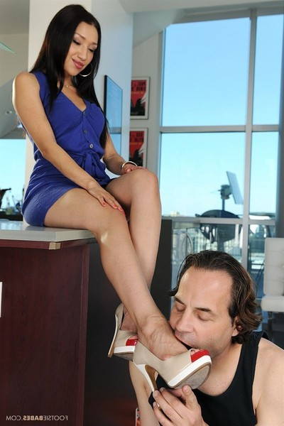 Vicki practice rubs ramrod with her untamed feet and benefits from owned