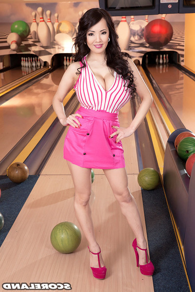 Chinese hitomi tanaka winnig milk shakes contest in bowling