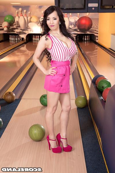 Chinese hitomi tanaka winnig milk shakes contest in bowling