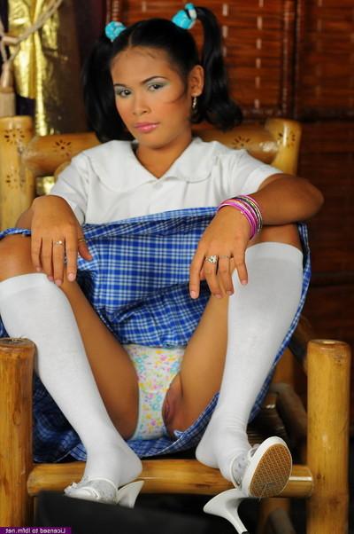 Oriental schoolgirl peels off uniform to satisfaction cum-hole