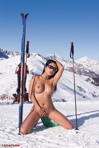 Priva purchases her arsehole fucked in a ski lift