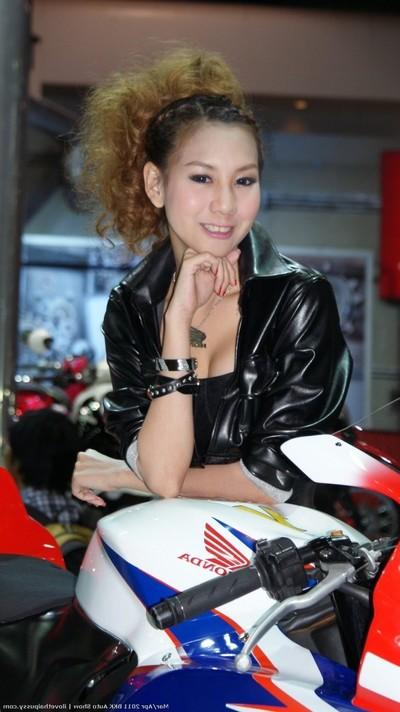 Clammy bangkok sluts paid to fuck a sexually intrigued fucking tourist beautiful oriental princesses
