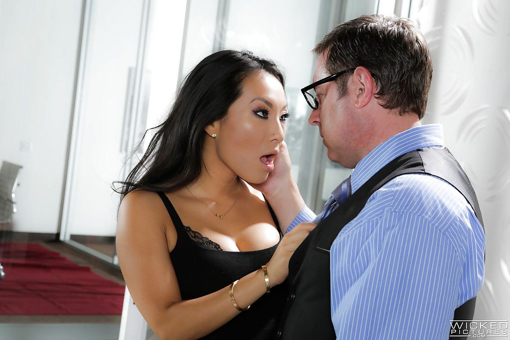 Busty high heeled Eastern pornstar Asa Akira giving cocksucking in office