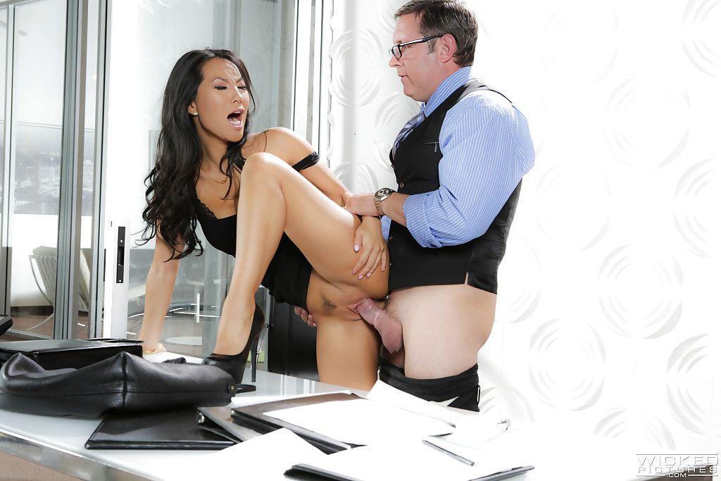 Busty high heeled Eastern pornstar Asa Akira giving cocksucking in office