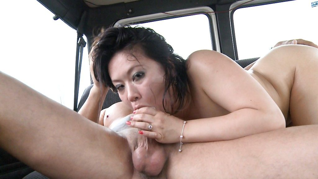 Chinese brunette Juan-Z dose a deepthroat oral play to her devotee