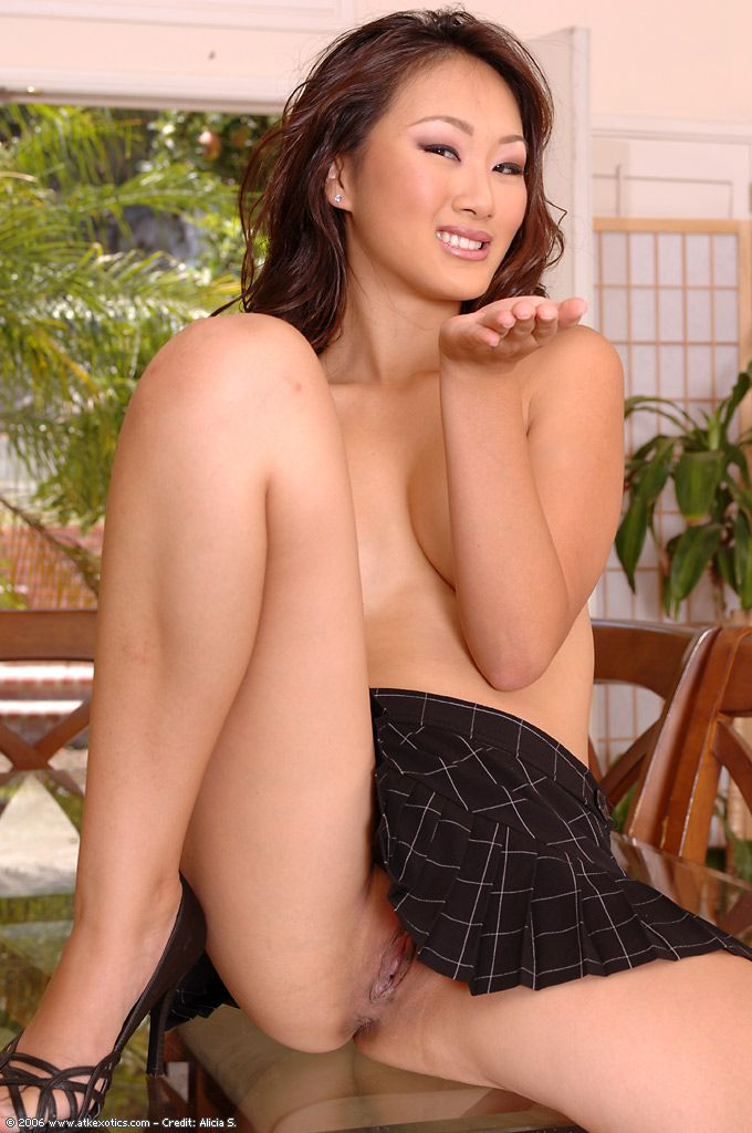 Infant Asian model Evelyn Lin sliding underclothing aside to swell cunt lips