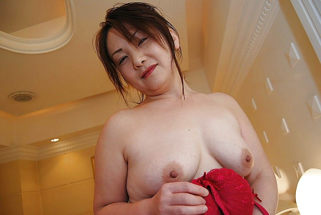 Japanese MILF Yasuyo Kajita undressing and showcasing her slit in close up