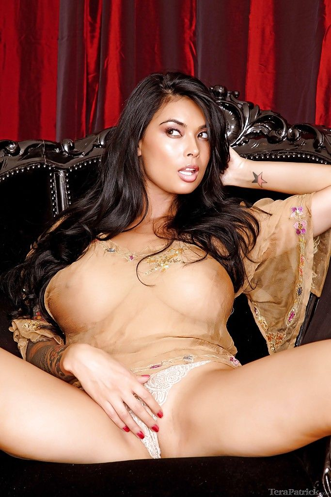 Rounded Chinese lollipop Tera Patrick displaying moist MILF legs in high heels