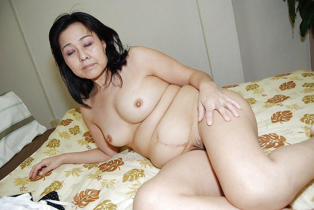 Close up wanking scene features fatty Chinese milf Mako Anzai