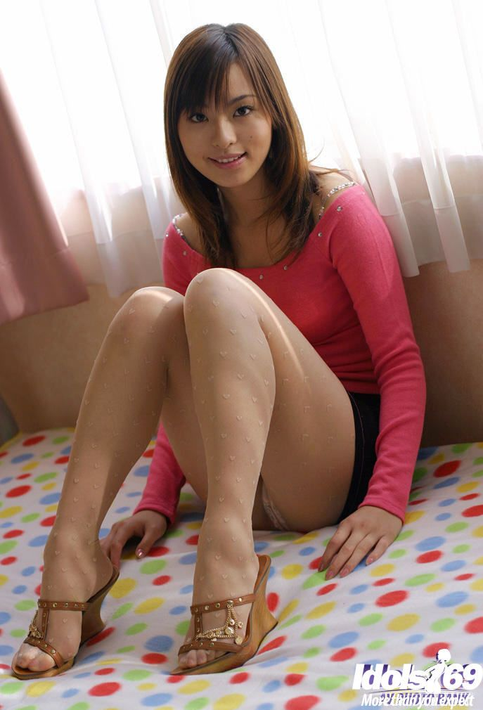 Marvelous eastern youthful gal Hikaru Koto uncovering her bewitching bends over