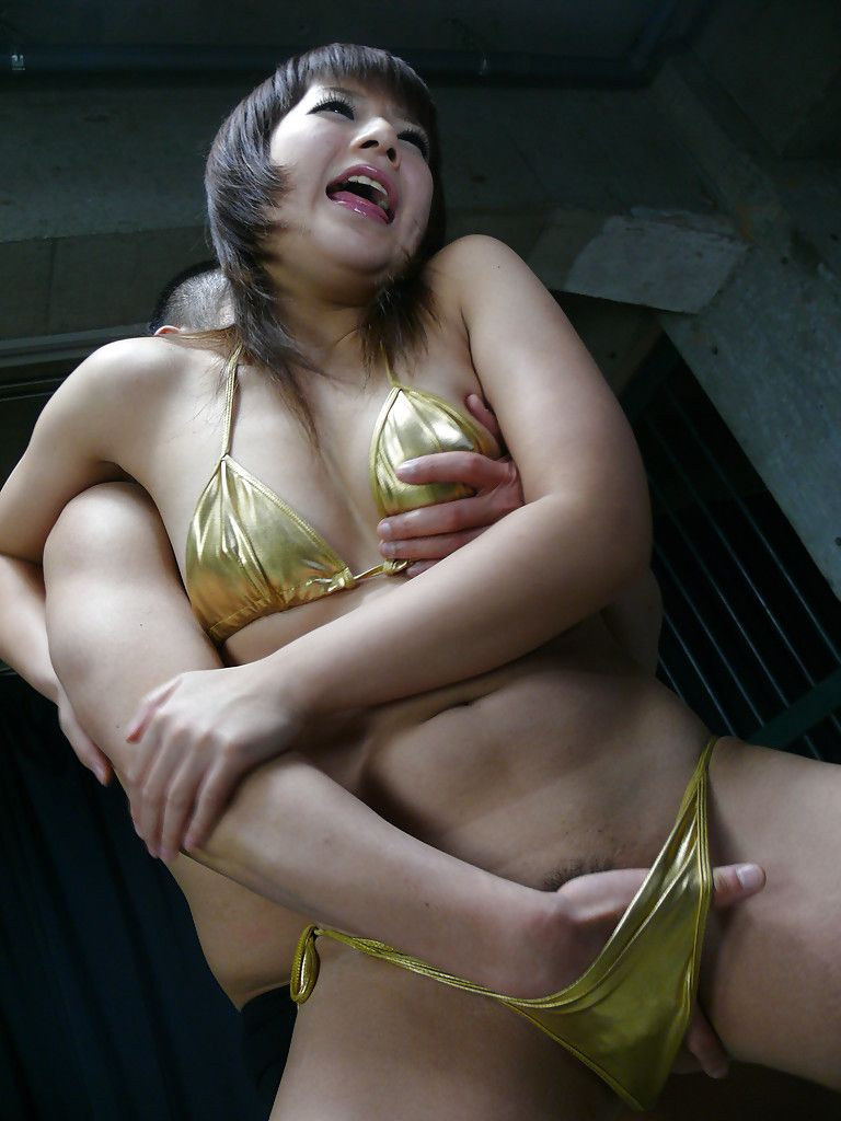 Japanese chicita Kurara Iijima removes bikini for fingering of wavy uterus