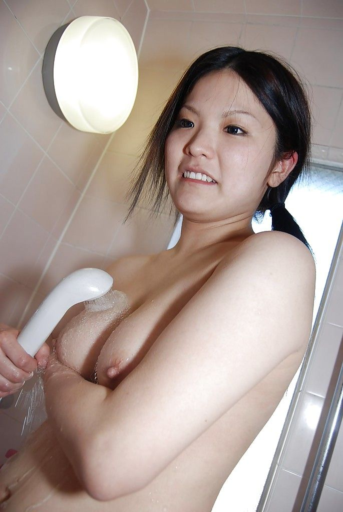 Smiley eastern babe charming bath and teasing her trimmed gash
