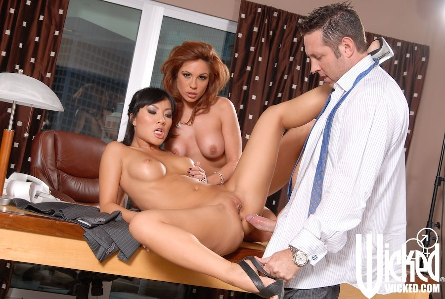 MILF Kirsten Price and Japanese darling Asa Akira fuck rough in a MMF