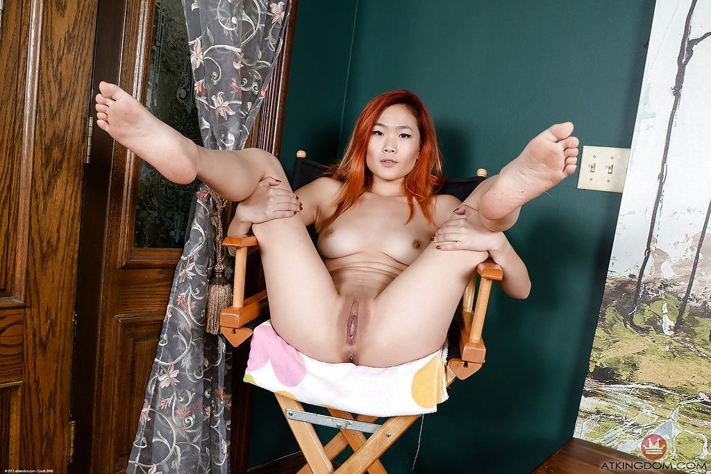 Rounded Asian juvenile Lea Hart spreading smooth on top solo case pussy