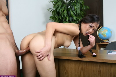 Naomi gives her booty and cum-hole to her mentor for vaster grades