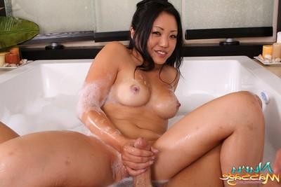 Elegant eastern queen kaiya lynn likes erotic massage