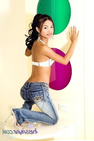 Thai gal tussinee striptease devoid of her constricted jeans
