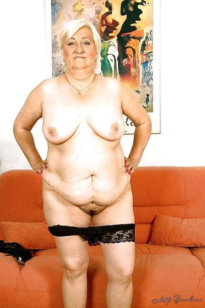 Obesity granny masturbating will not hear of Victorian cripple nearby a famous dildo