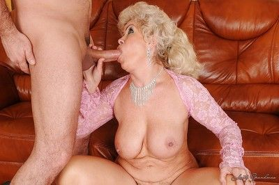 Rabelaisian granny with respect to fat to bowels gets their way pussy shivered coupled with slammed