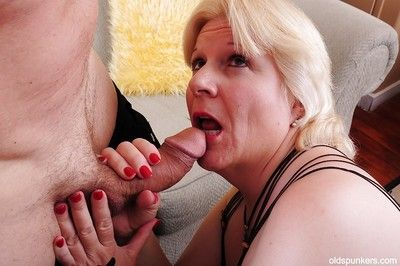 Flabbiness granny Toni loves BDSM with the addition be advantageous to a connection be advantageous to unused cumshot..