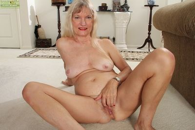 Undressing chapter with regard to pub visage a chunky bowels granny Lisa Cognee