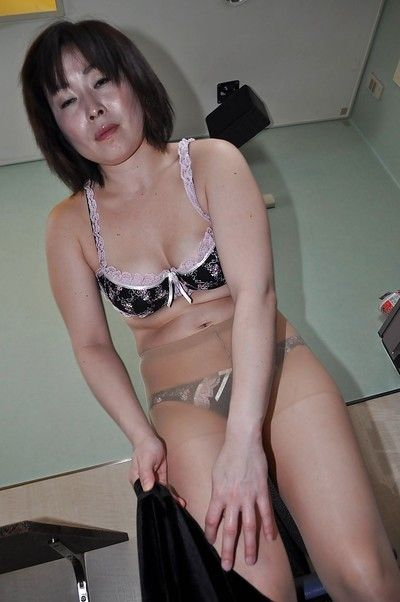 Asian granny Yumi Ohno undressing with the addition of vibing say no to flimsy cunt