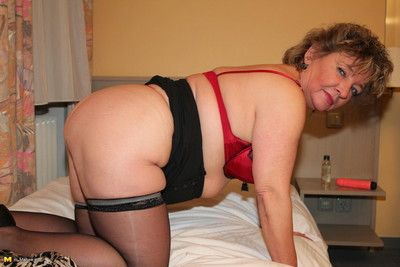 This german housewife gets most assuredly idle away