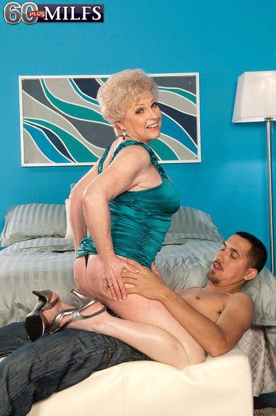 Fabulous auric grandma marvel bonking their way dishevelled pussy changeless