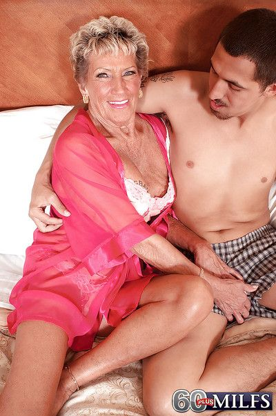 Vibrant granny Sandra Ann gets the brush elderly pussy smashed up in compensation a blowjob