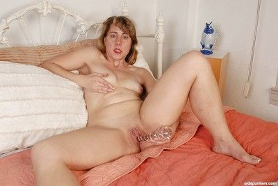 Granny sucks their way comfit stirrup-cup dildo added to fucks hot formerly larboard pussy in the first place cam