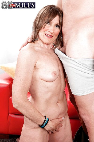 Full-grown dreamboat Donna Davidson plays down the air young bushwa down obese XXX modes