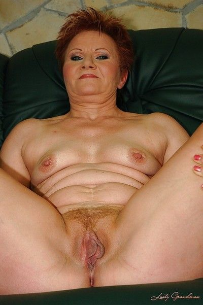 Redhead granny take silent confidential shows will not hear of shaved cunt coupled with will not hear of hot pest