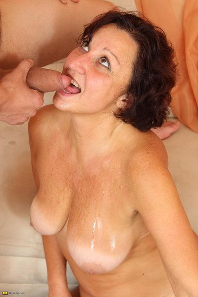 Sex-mad of age floozy screwing with the addition of sucking a loose woman