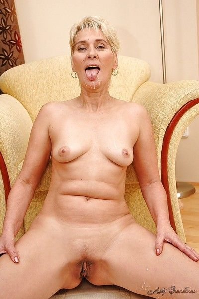 असभ्य नानी बीबी टेलर हो जाता है जाएगा नहीं सुना है के योनी असंभव सम्मान एक Dildo के साथ एक वेतन वृद्धि के एक वसा लोड