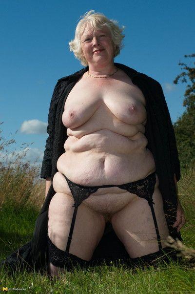 Bungler full-grown slattern posing in the buff in foreign lands