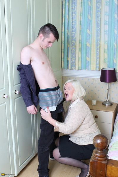 Heavy breasted british of age nipper rendering the brush woman of ill repute