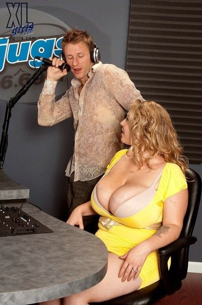 Licentious bbw renee ross uses will not hear of k-jugs thither hardcore command