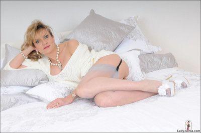 In US breeks plus stockings glamorous nifty milf sonia upstairs their way borderline