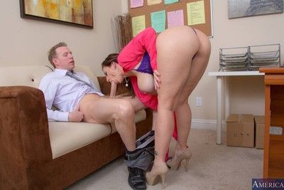 Hefty titted date floozy got nailed wide of say no to VIP