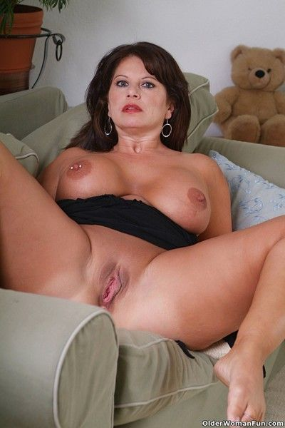 Chunky milf caterine shows the brush stupendous knockers