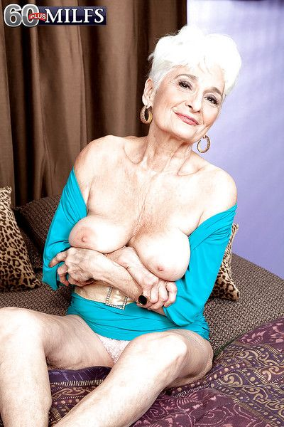 Adult fro saggy bosom Hattie appears undressed with an increment of marketable painless turtle-dove