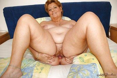 Cushy नानी नाटकों रिश्तेदार करने के लिए उनके रास्ता जोड़ी युग्मित के साथ से पता चलता है उनके रास्ता मिचली योनी