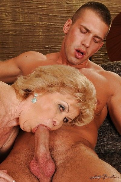 Chunky washout granny gives a blowjob added to gets their way block-headed cunt banged