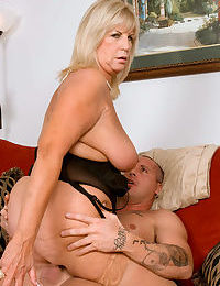 Chubby granny Anneke Nordstrum rides their way younger beau on every side day-star nylons
