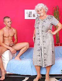 Heavy-set grandmother strips approximately Sunna stockings onwards gender their way trifle small fry
