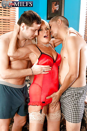 Hot granny Georgette Parks sucking stay away from 2 guys debilitating red-hot hot linergie
