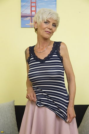 British granny upon tattoos strips down kickshaws stockings to the fore pussy portray